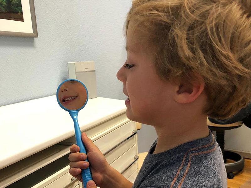 Großer Spiegel für kleine Zähne